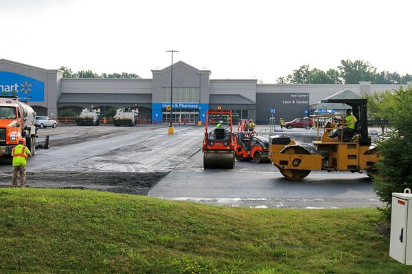 Rolling Machines smoothing asphalt