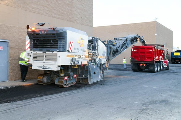 Milling machine & dump truck